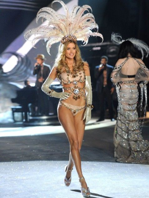 Fun FeathersWith her feathered headpiece Doutzen Kroes looks like a Las Vegas showgirl -- but much more luxurious! The Angel works the runway while Bruno Mars sings in the background.