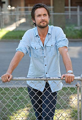 Justin Chatwin who plays Jimmy/Steve on Shameless.