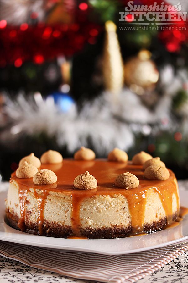 Cheesecake with amaretti and caramel sauce