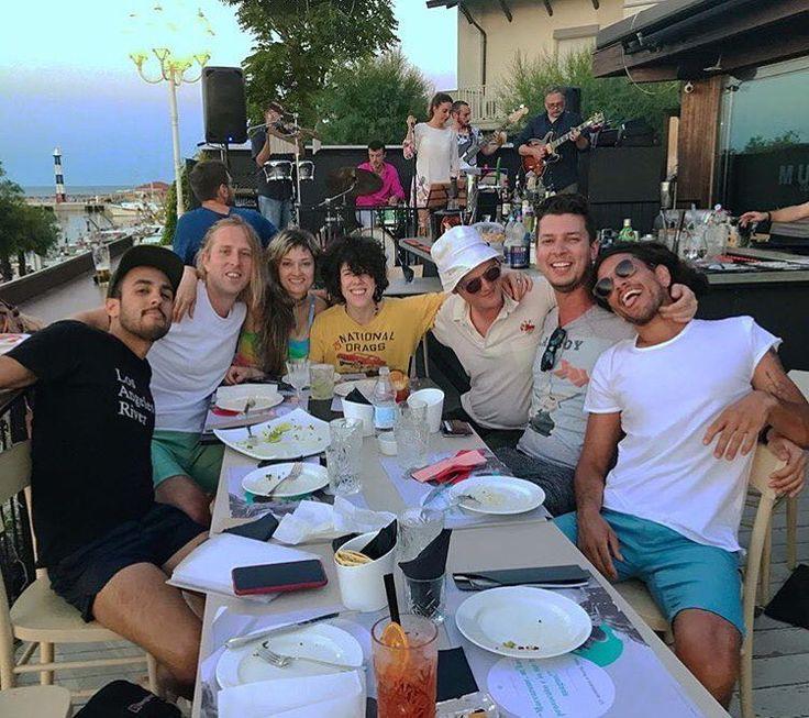49 vind-ik-leuks, 3 reacties - LP  FanPage Russia (@iamlp_fan) op Instagram: 'Repost @elogothetis . Family dinner following a day off in Cattolica Italy! @iamlpofficial…'