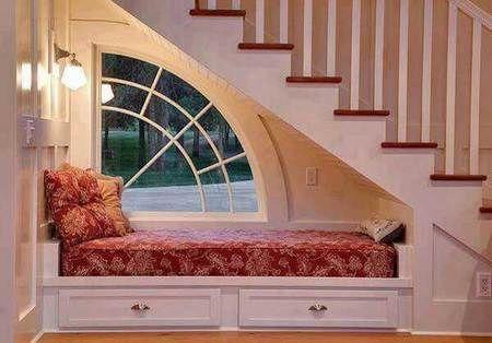 10 Rumah dengan Ruang Khusus Bersantai yang Cozy Abis!