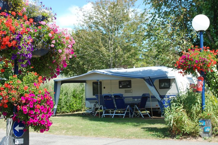 A fabulous holiday awaits you at the 5-star Camping Les Embruns located in Clohars Carnoet in the Finistère. Set up your tent, caravan or motorhome.