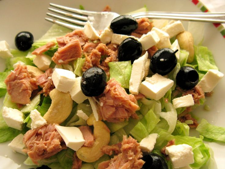 Gyors vacsora: Tonhalas-kesudiós saláta http://www.nlcafe.hu/gasztro/20150811/tonhal-kesudio-salata-gyors-vacsora/