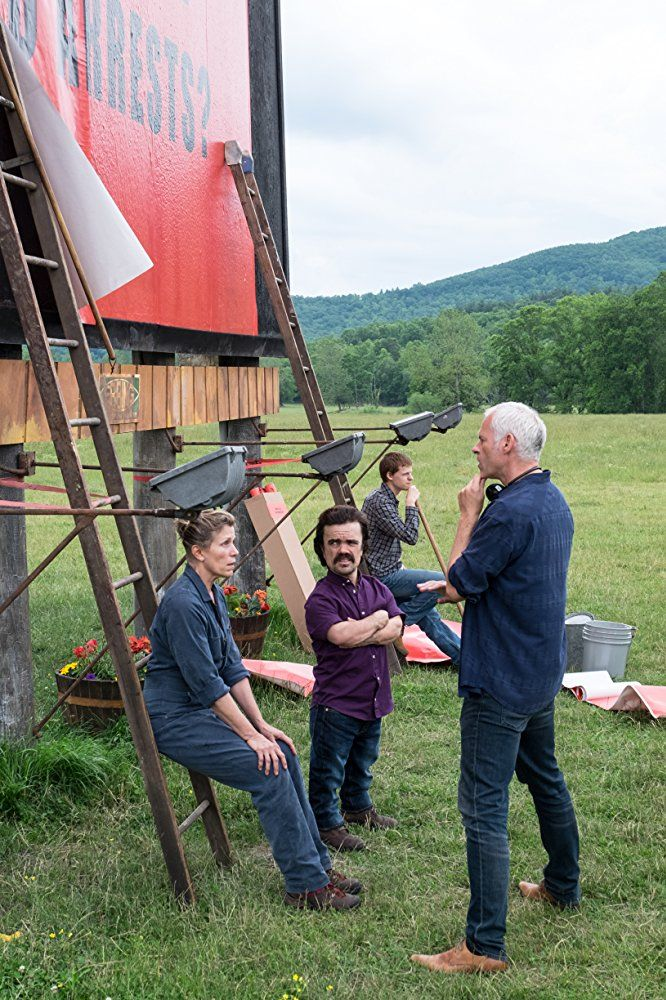 Frances McDormand, Peter Dinklage and Martin McDonagh on the set of Three Billboards Outside Ebbing, Missouri (15)