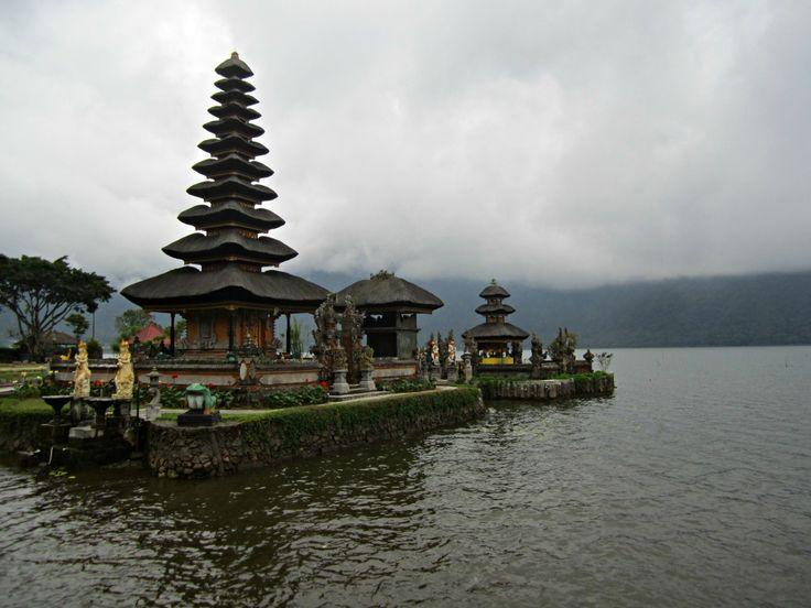 Le Danau Bratan à Bedugul blog Voyage Trace ta Route  www.trace-ta-route.com http://www.trace-ta-route.com/escapade-bali/ #tracetaroute #temple #bali #indonesie #bedugul #DanauBratan #lac