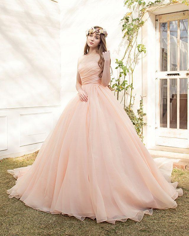 エアリーなふわふわオーガンジーを贅沢に使ったサーモンピンクのドレス♡オーガンジーのカラードレス一覧♡