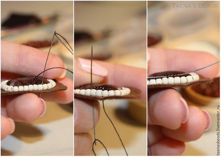 В своем первом мастер-классе я поделюсь с вами, как сделать кольцо в технике вышивки бисером на металлической основе со шляпкой, покажу незамысловатый способ обшить кабошон, а также как спрятать нить в конце работы. Подобные кольца отлично смотрятся на изящных пальчиках; это оригинальное стильное украшение как для бизнес-леди, так и для любительниц стиля бохо-шик и его разновидностей.