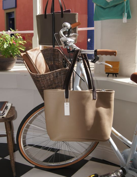 Let's go cycling with my Cappuccino tote! Baby Alabama Cappuccino Limited Edition.