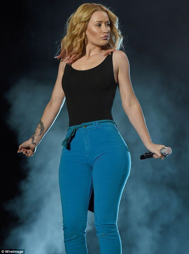 Iggy Azalea shows off her curves in tight blue trousers at Canadian music. The Australian born, Hip-Hop rapping, Iggy Azalea has a hot body to die for. Iggy makes that Twerking music, and a fashionable booty to match.
