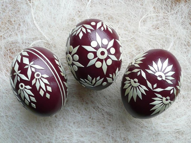 Easter Eggs with straw ornaments