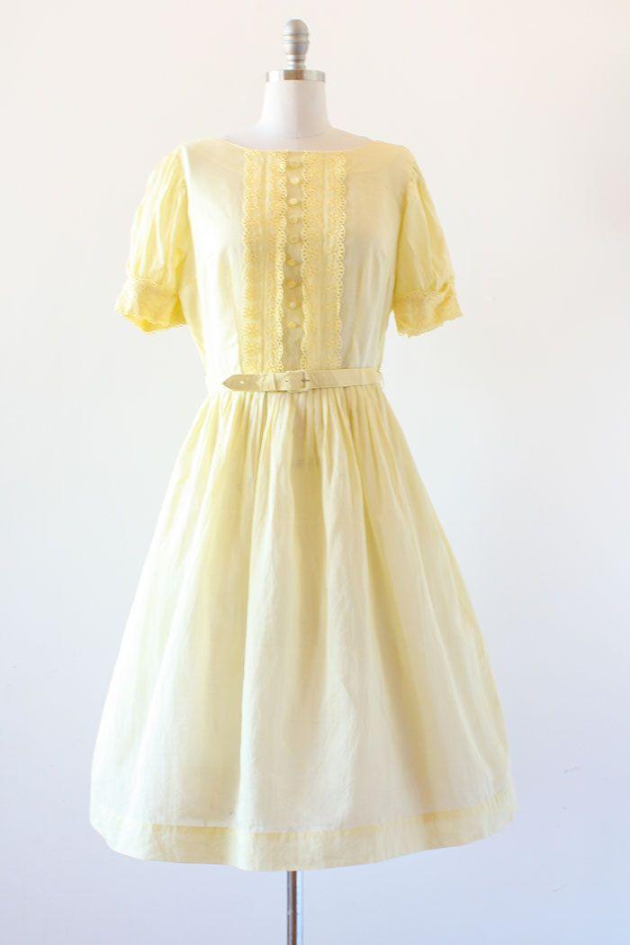 ✶ Inzoomen op fotos om te zien grotere fotos in groter detail ✶  Vintage jaren 1950 gele jurk met schattige oogje lace detail en decoratieve