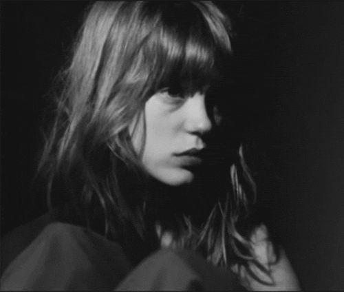 Léa Seydoux en Petit tailleur por Louis Garrel ...