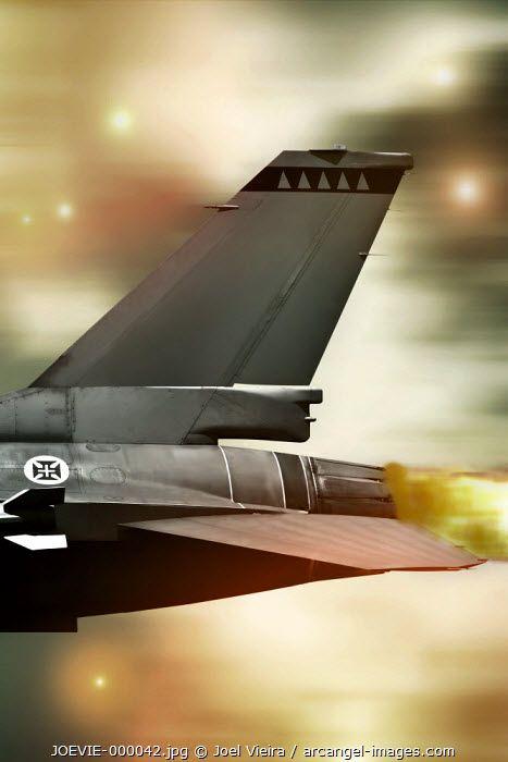 www.arcangel.com - f16-escape-from-enemy-fire