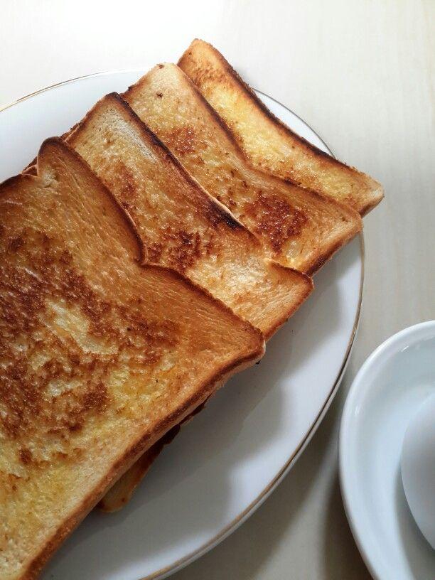 Roti bakar kampong