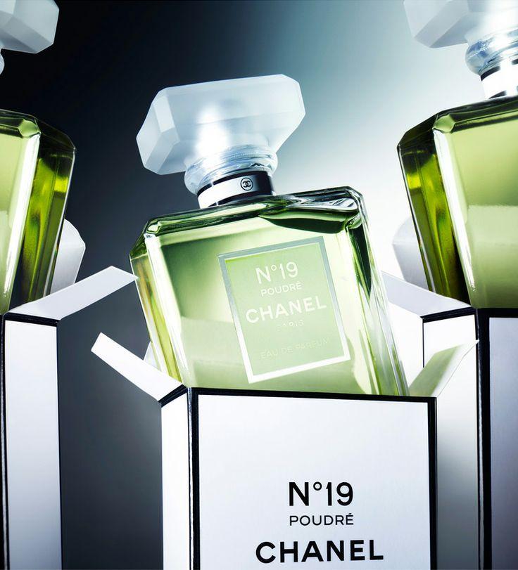 Prix du Meilleur Parfum Féminin 2012 : Eau de Parfum N° 19 Poudré de Chanel