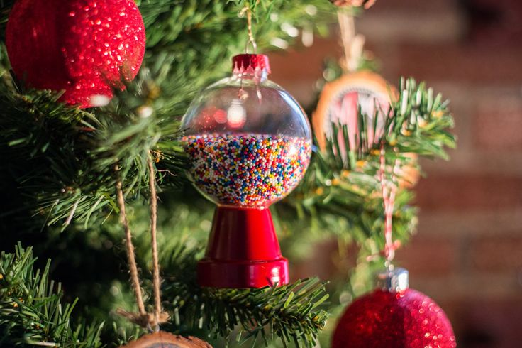 Adorable Candy Machine Ornament Diy Using Terra Cotta Pots