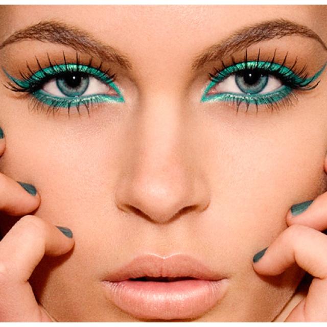 Teal eye makeup (: