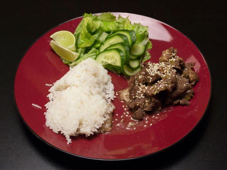 Yakiniku, med jasminris och sallad | Recept från Köket.se