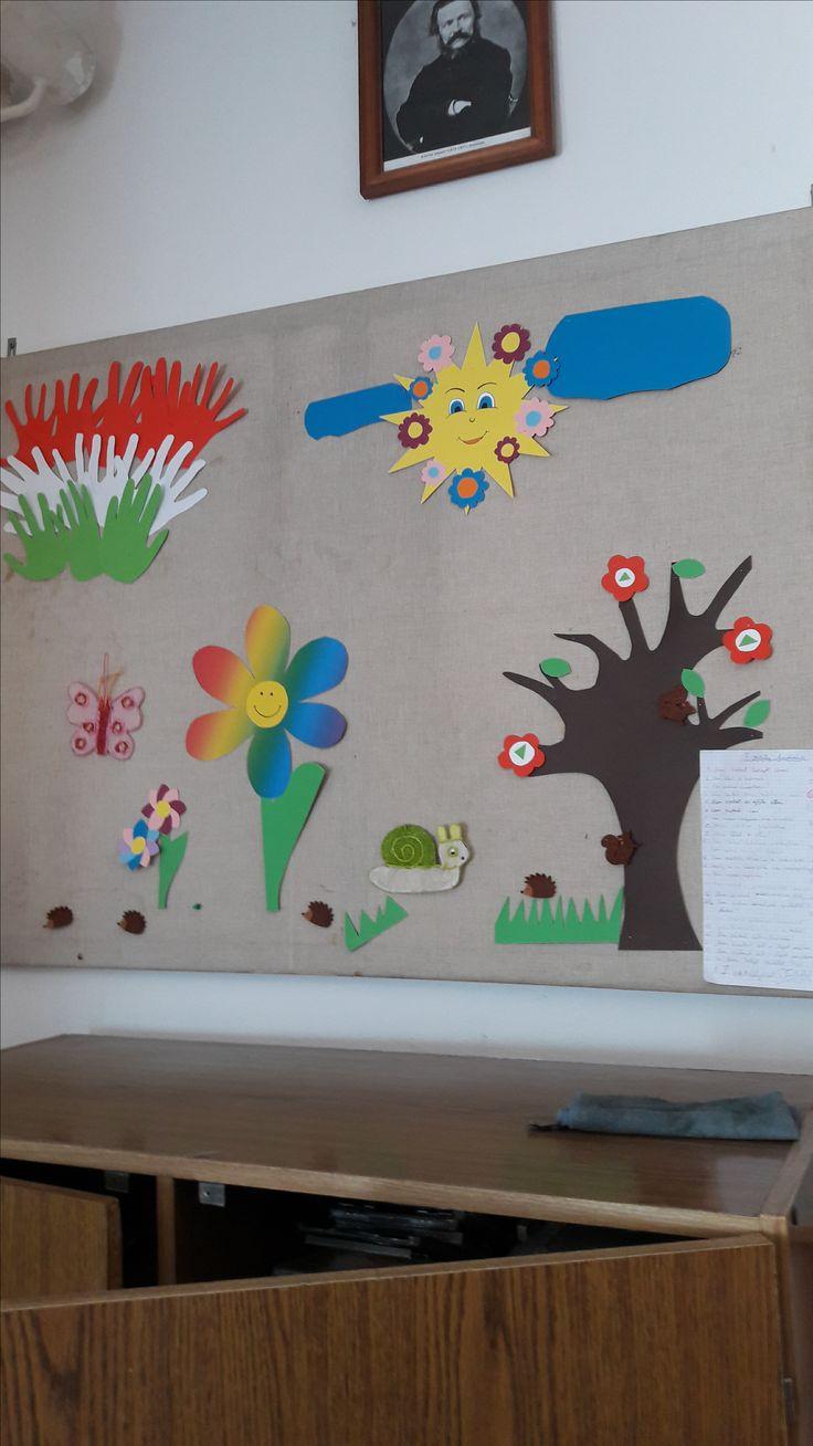 Iskolai tavaszi dekoráció.