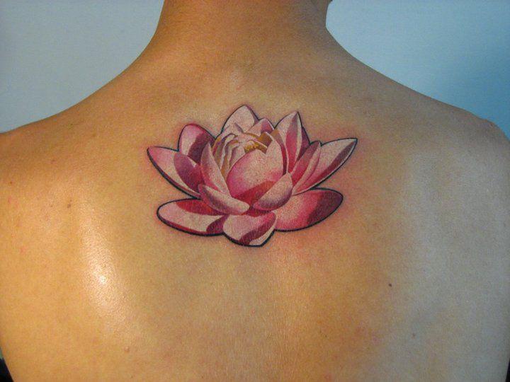 Tatouage d'une fleur de lotus