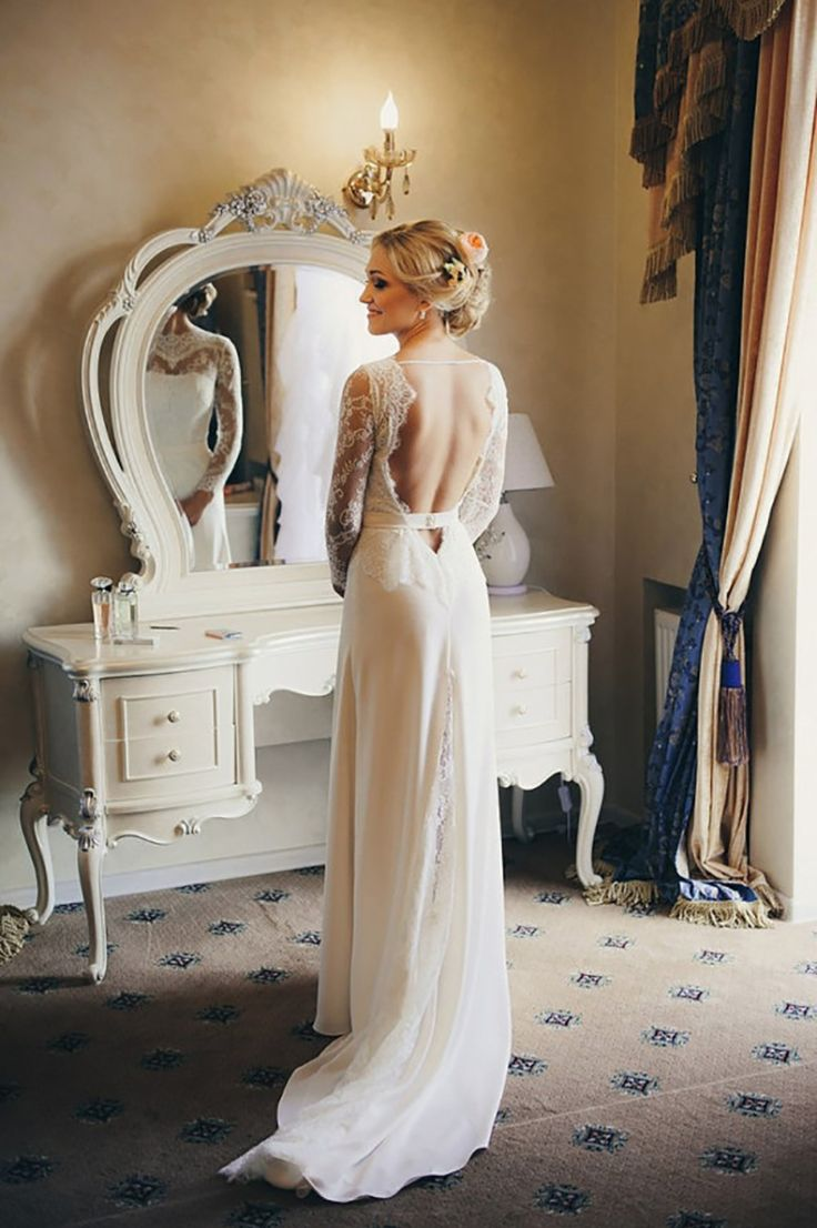 This va-va-voom gown from ACreativeAterlier's Etsy shop has our heart eyes exploding with LOVE!