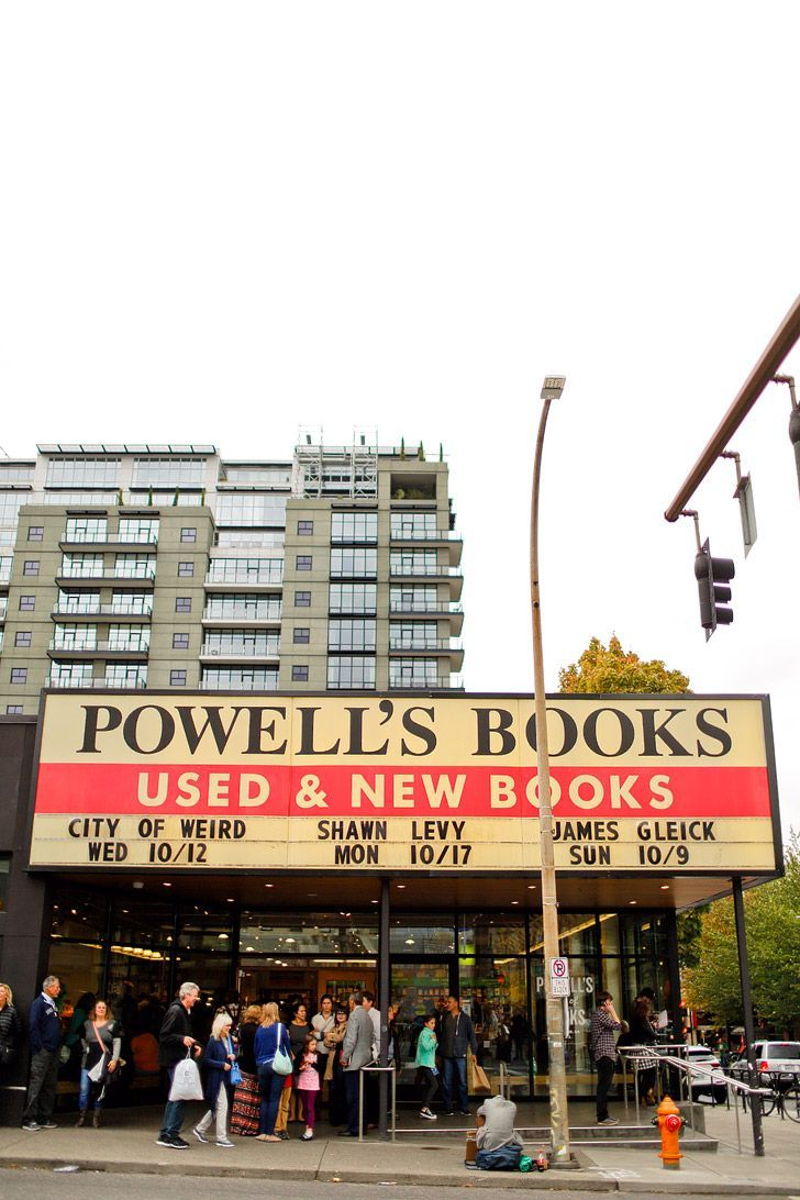 Powells City of Books (+ 25 Free Things to Do in Portland Oregon) // http://localadventurer.com