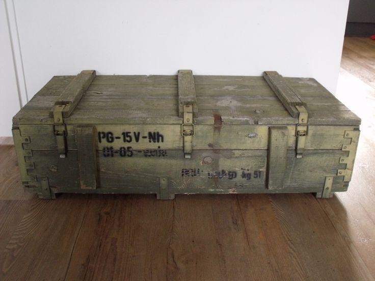 Meer dan 1000 idee n over oude kist op pinterest koffer tafel vintage koffers en opnieuw - Ijzeren nachtkastje ...