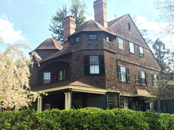 Queen anne style architecture in the united states for Shingle style architecture