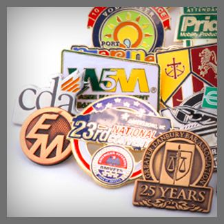 Somos fabricantes, por lo que podemos realizar su producto completamente a su gusto, personalizado al 100%. Somos especialistas en la realización de:  - Pins promocionales - Pins para empresas - Pins para cofradías e instituciones religiosas - Pins para asociaciones y clubs - Y en general cualquier tipo de pin personalizado.