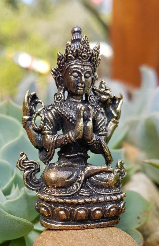 Estátua de Chenrezig Buda da Compaixão em Bronze - Om Mani Padme Hung