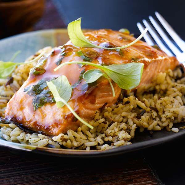 1.Préchauffer le four à 220 °C (425 °F). 2.Dans un plat large et peu profond, combiner la sauce pour sauté Teriyaki VH®, le jus de lime, les oignons verts, la coriandre fraîche, le sel et le poivre. 3.Placer les 4 portions de saumon dans le mélange teriyaki et laisser mariner le tout au réfrigérateur pendant … Continue reading Filets de saumon teriyaki →
