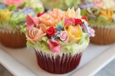 pretty amazing cupcake: Fun Recipe, Edible Glitter, Incr Cupcakes, Flower Gardens, Flower Cupcakes, Gardens Parties, Incredibles Cupcakes, Cupcakes Rosa-Choqu, Parties Cupcakes