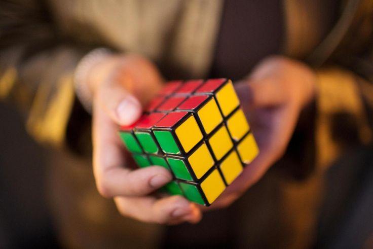 Il Cubo di Rubik non è più un marchio registrato dell'Unione europea, ora tutti potranno imitarlo. Uno dei giochi più famosi perde il marchio della Comunità