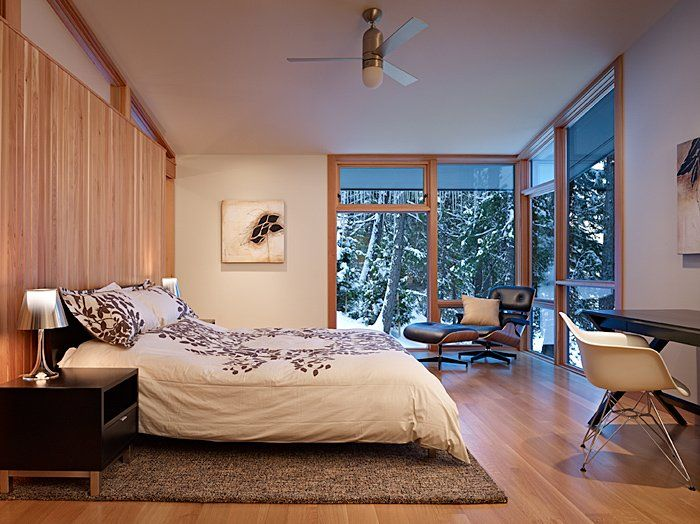 Bedroom (North Lake Wenatchee House by DeForest Architects)