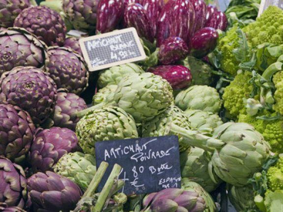 Warenkunde mit Cornelia Poletto: Woran Sie frische Artischocken erkennen und wie Sie die Früchte auf unkomplizierte Art zubereiten.