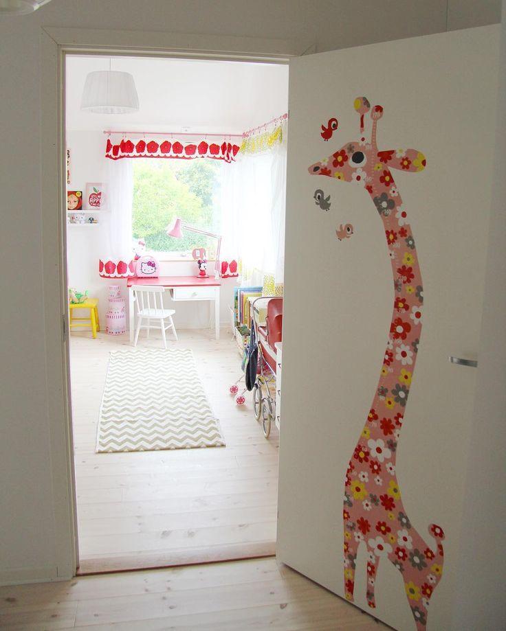 "40 gilla-markeringar, 1 kommentarer - Hejmitthem (@hejmitthem) på Instagram: ""Dörren som leder oss till kanske mysigare rummet i huset. #barnrum #lekrum #inredning #retro…"""