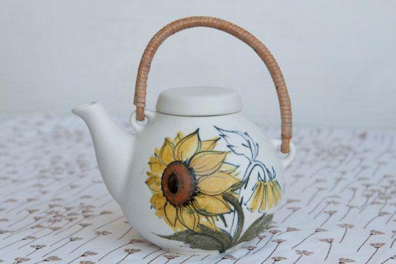 Arabia of Finland Teapot designed by Ulla Procope