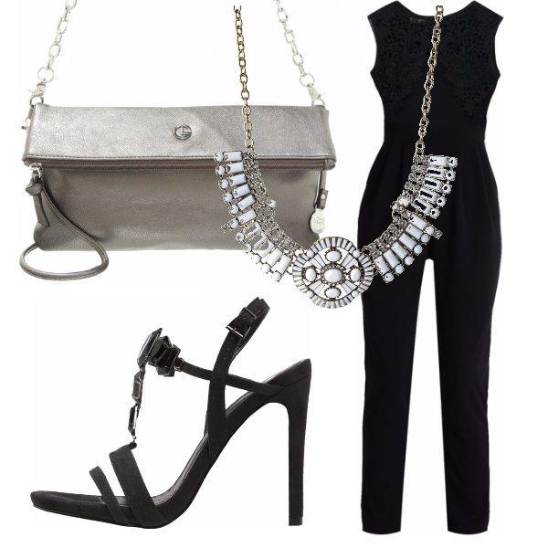 Tuta nera elegantissima in pizzo, sandali con tacchi neri, borsa a tracolla argento, collana argento e bianca per essere scintillanti nelle notti estive!