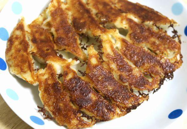 土井善晴さん流「餃子の焼き方」は冷凍品もパリッと仕上がるから覚えておきたい - mitok(ミトク)