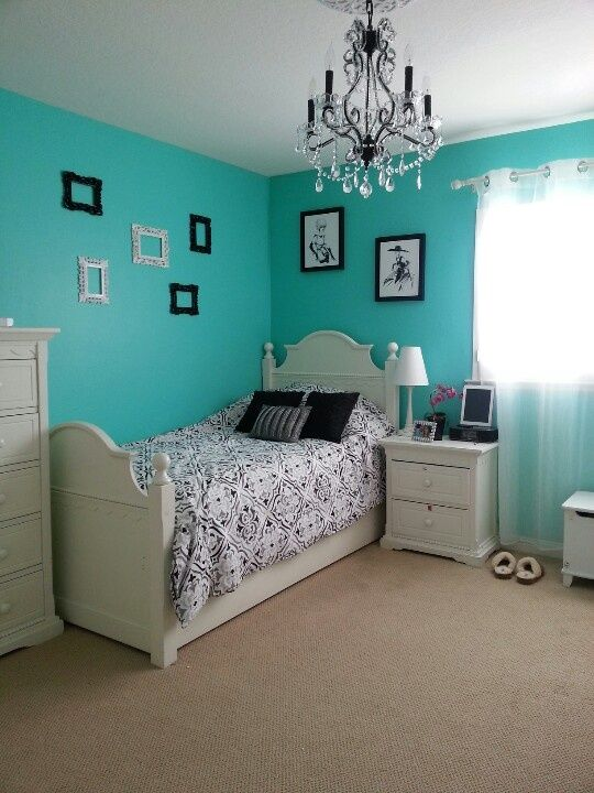 tiffany blue bedroom with chandelier - Bedroom Designs Blue