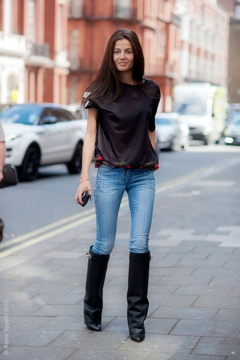 Barbara Martelo fashion editor of Vogue Spain - street style in a Givenchy tee and boots