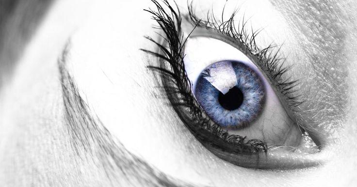 Como escurecer os cílios naturalmente. Muitas mulheres adorariam o visual de cílios mais longos e escuros. Existem até medicações disponíveis para auxiliar o crescimento e o escurecimento dos pelos. Mas, como todo remédio, existem riscos e efeitos colaterais. Há uma forma natural de escurecer e alongar seus cílios sem se submeter ao riscos dos possíveis efeitos colaterais de ...