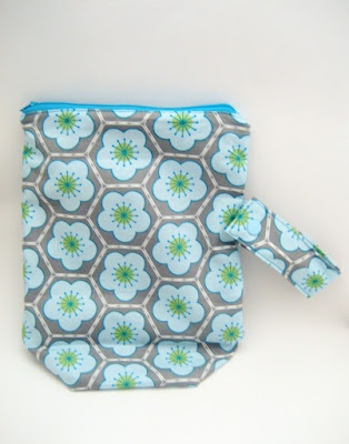 All wrapped up: Wet Bag Tutorial with snap handle for prams and tips on how to sew polyurethane laminate