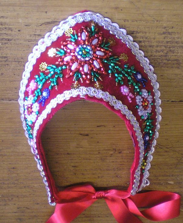"""Hungarian ebroidered bonnet with pearls: the """"párta"""". It was used to wear by young woman."""