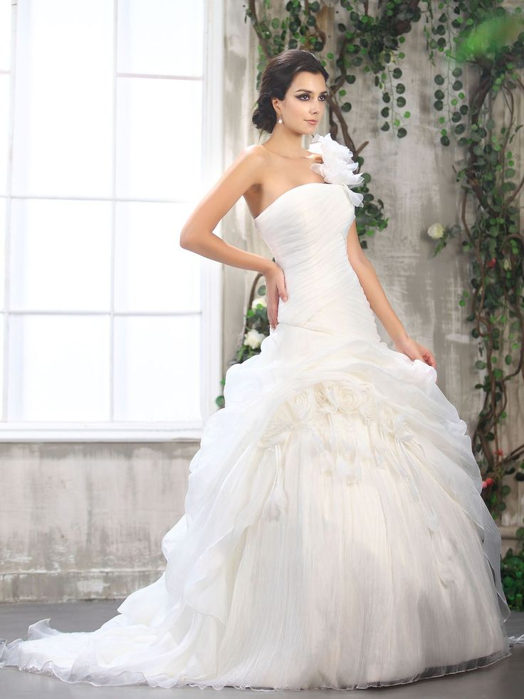 2013 absorbing abest selling glamorous ball gown one shoulder with flowers full ruched organza wedding dress