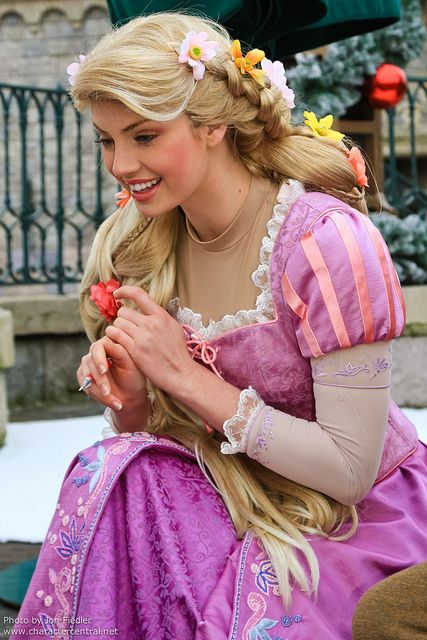 Notice details- bodice has patterned cloth, but sleeve doesn't. Inner skirt has patterned cloth, outer skirt doesn't.