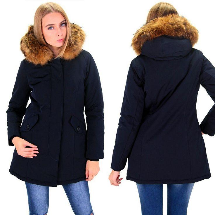 Fashion Planet heeft een ruime collectie winterjassen en bontjassen voor zowel damesals heren. Onze Heren jassen kunt u online bestellen maar u kunt deze jassen met bontkraag ook komen passen in onze winkel in Amsterdam.-Dames Donker Blauw Winterjas met Grote Bont DJ042 | Modedam.nl- Kle