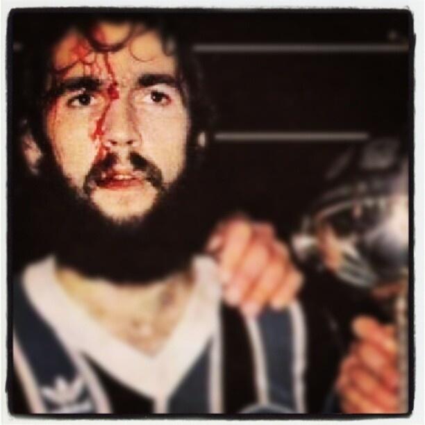 De León, o sangue, o manto, a copa e o mito.  De León, the blood, the mantle, the cup and the myth. #Grêmio #Futebol #Football