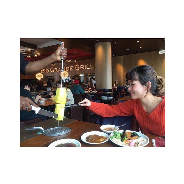 シュラスコなホワイトデーだよ👫♡ オンリー肉。オンリー野菜。 甘いものよりしょっぱいもの。  写真は『パイナップル掴むSTYLE🍍🍍🍍』 #Whiteday #3月14日 #横浜 #横浜ベイクウォーター  #riograndegrill #リオグランデグリル #churrasco #シュラスコ #ランチ #ブラジル料理 #ブラジル #Brazil #food #lunch  #店員さんみんな優しかった #黒人さんかっこよかった  #ヒップホップ歌って欲しかった #まんぷく #ぷくぷく #肉 #肉 #肉 #パイナップル #🍖 #🍍 #デート #デート #デート #👫