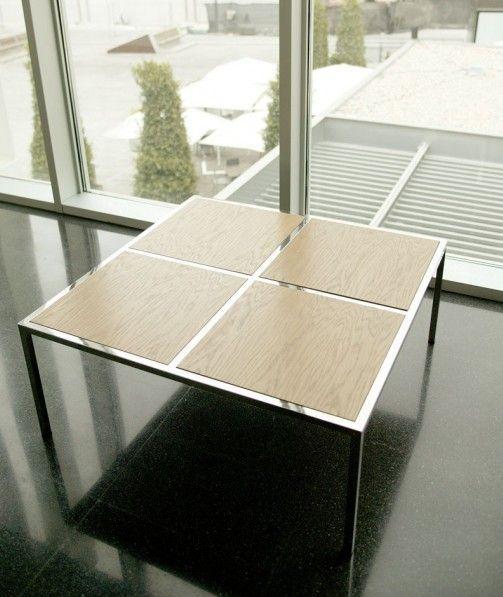 Mesa de centro 95 x 95 cm. estructura en acero inoxidable y tapa en chapa de roble.